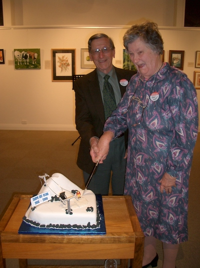 Tangi Martin and Jean frost cutting the cake